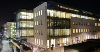 Edificio lineare ad uso ufficio Ferrero